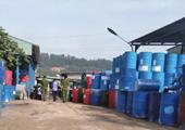 Phát hiện 1 000 phuy sắt, can nhựa nhiễm hoá chất độc hại ở Đồng Nai