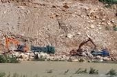 Thanh Hóa Nhà thầu nhanh chóng vận chuyển đất thải khỏi sông Lò