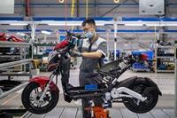 Bloomberg Xe máy điện VinFast hướng tới tương lai của giao thông xanh tại Việt Nam
