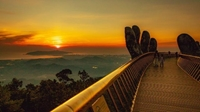 Ngắm không biết chán những khoảnh khắc tuyệt đẹp của Cầu Vàng
