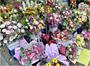 Thị trường cận ngày 8 3 Hoa tươi tăng giá, quà tặng online lên ngôi
