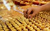 Giá vàng lại giảm mạnh, nhà đầu tư nghe ngóng