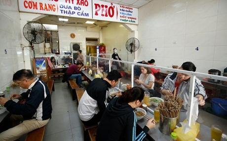 Hà Nội cho phép mở lại dịch vụ cắt tóc gội đầu, ăn uống trong nhà từ 0h ngày 22 6
